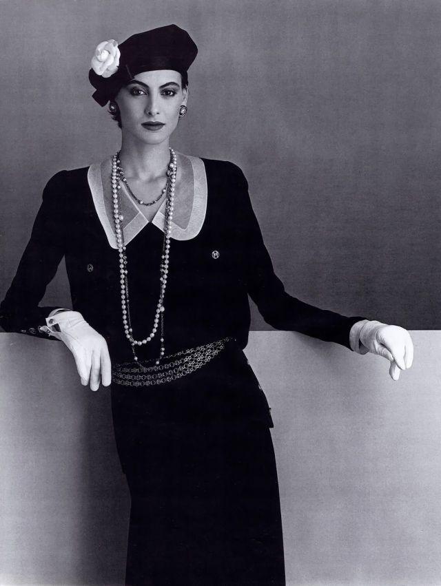 CHANEL Karl Lagerfeld 1984 Ines de la Fressange.jpg