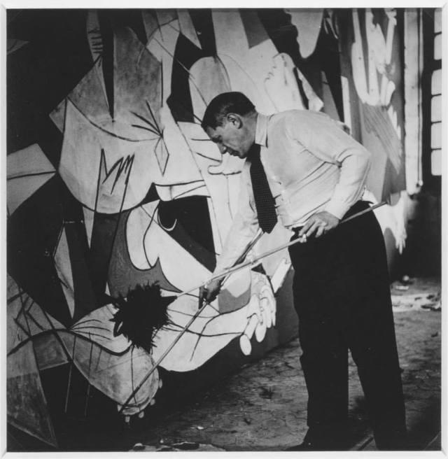 PICASSO Guernica par Dora MAAR