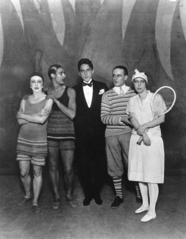 Cocteau et les danseurs du Train Bleu costumes Coco Chanel