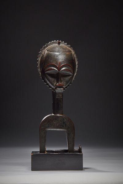 RUBINSTEIN collection privée Etrier de poulie de métier à tisser baoulé Côte d'Ivoire, XIXe siecle.