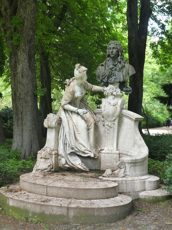 Monument à Antoine WATTEAU jardin du Luxembourg