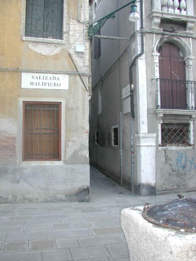 CASANOVA La petite rue qui s'enfonce était la Calle della Commedia Elle s'appelle désormais Calle Malipiero Venise Italie