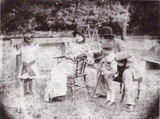 TISSOT Lilian Hervey Kathleen , Cecil George Newton et James Tissot dans le jardin