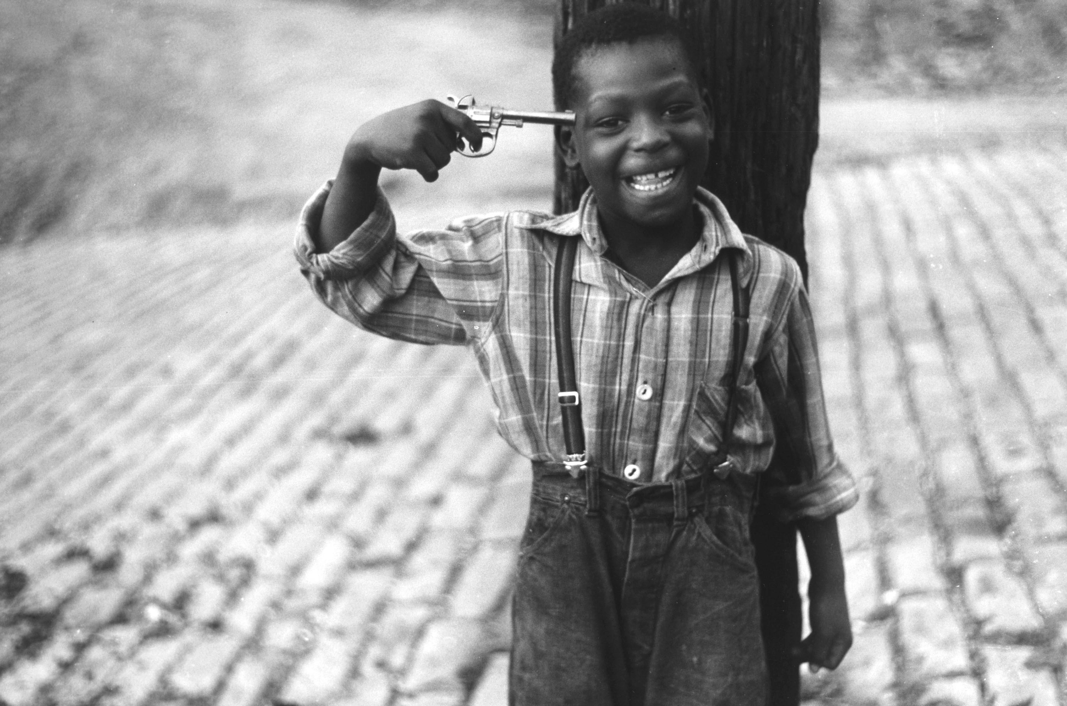 This Week's Photo — Boy with Pistol — Elliot Erwitt | by Arshdeep Matharu |  Medium